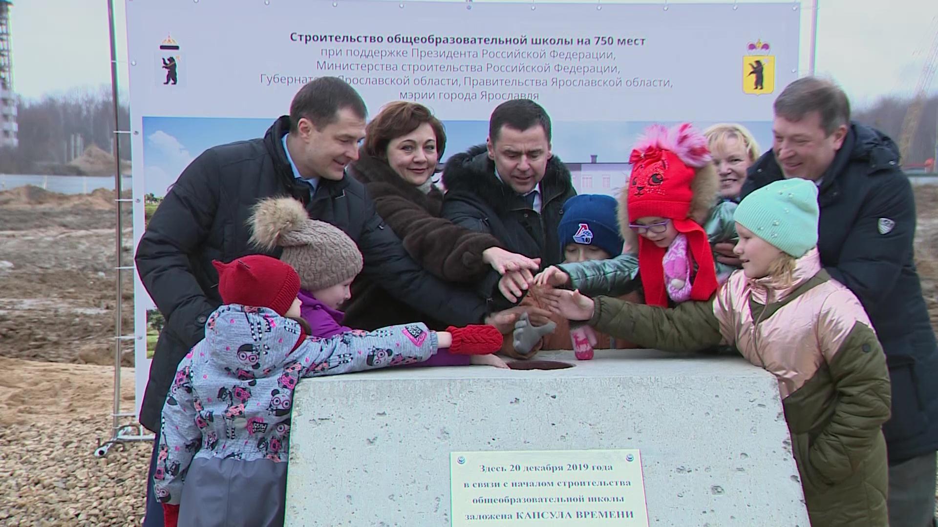 Дмитрий Миронов заложил капсулу времени на месте строительства школы в микрорайоне Сокол