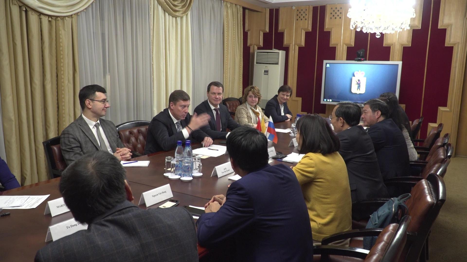 Делегация Вьетнамской провинции Бакнинь встретилась за круглым столом с руководством региона