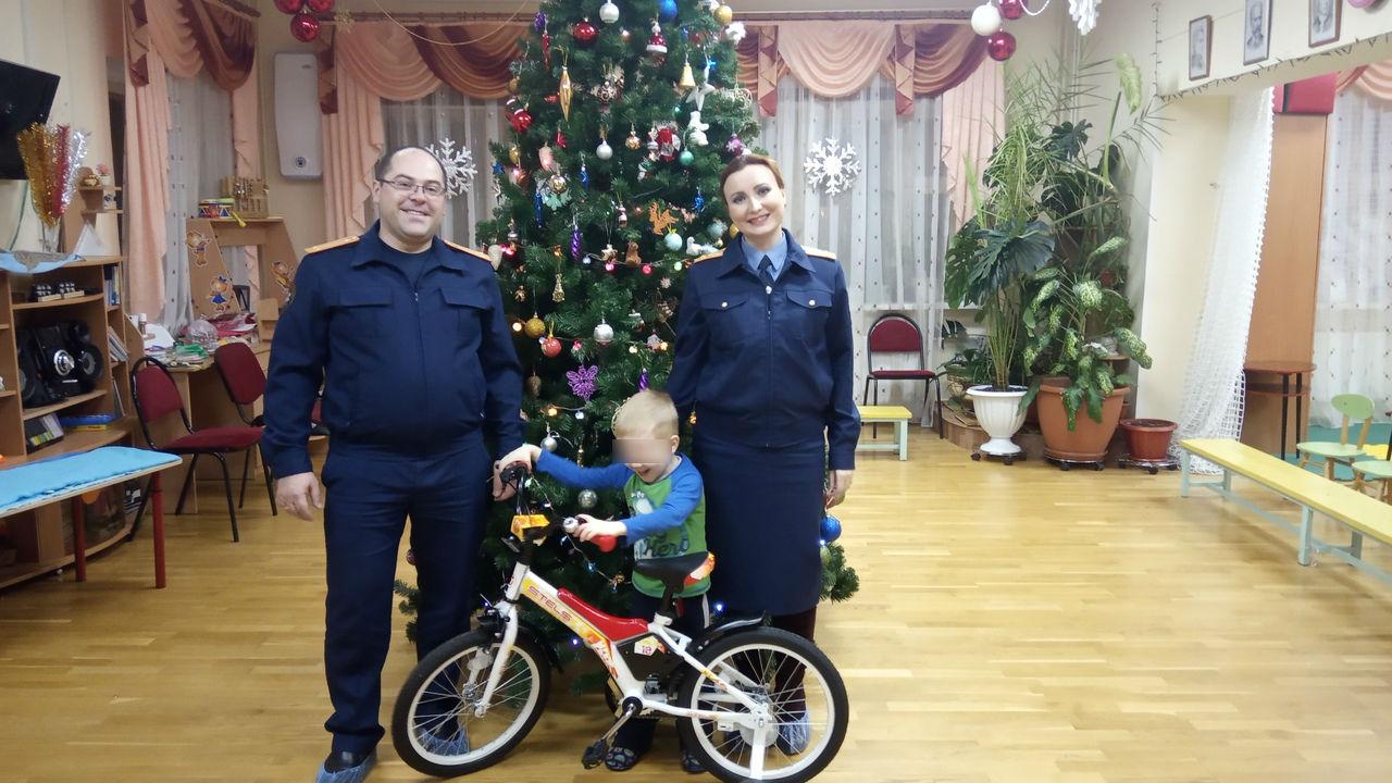 Сыщики подарили ребенку из Мышкинского района велосипед