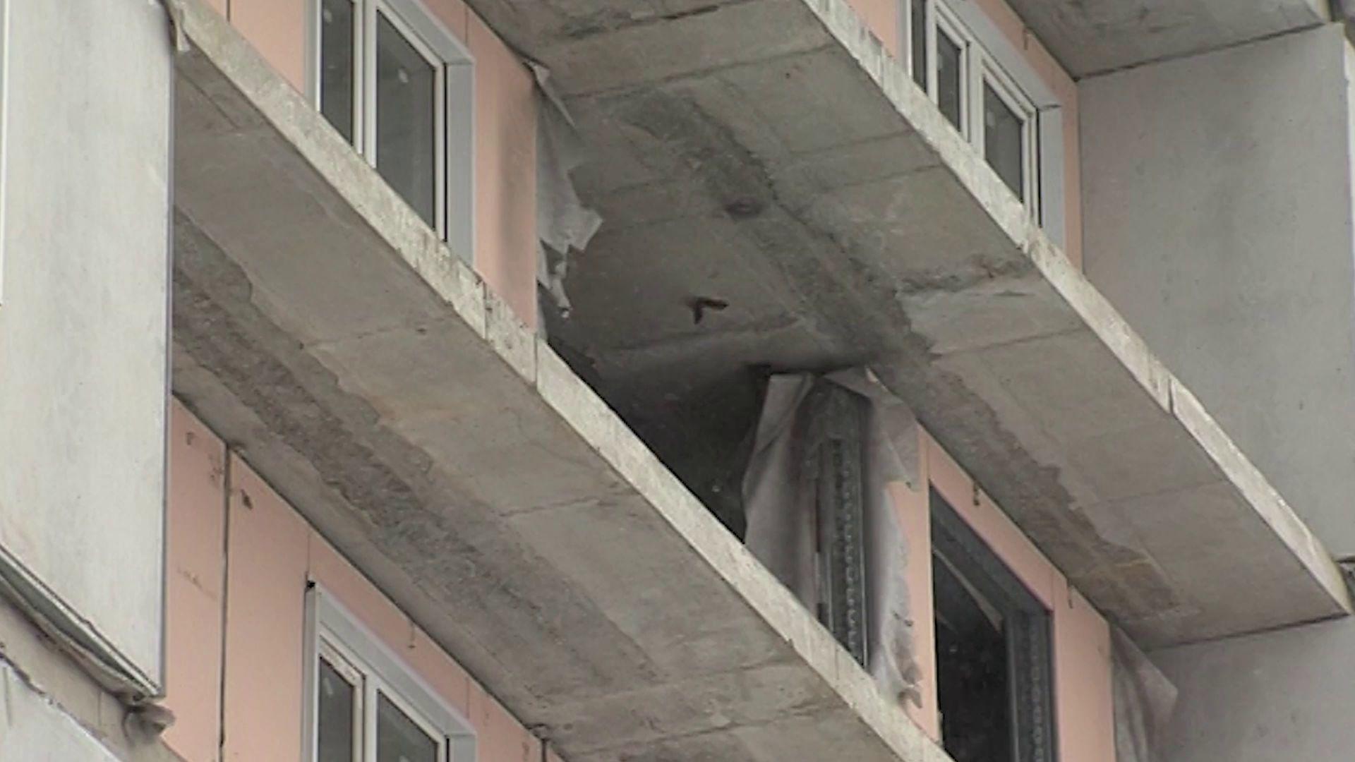 Подросток сорвался с недостроя в Дзержинском районе