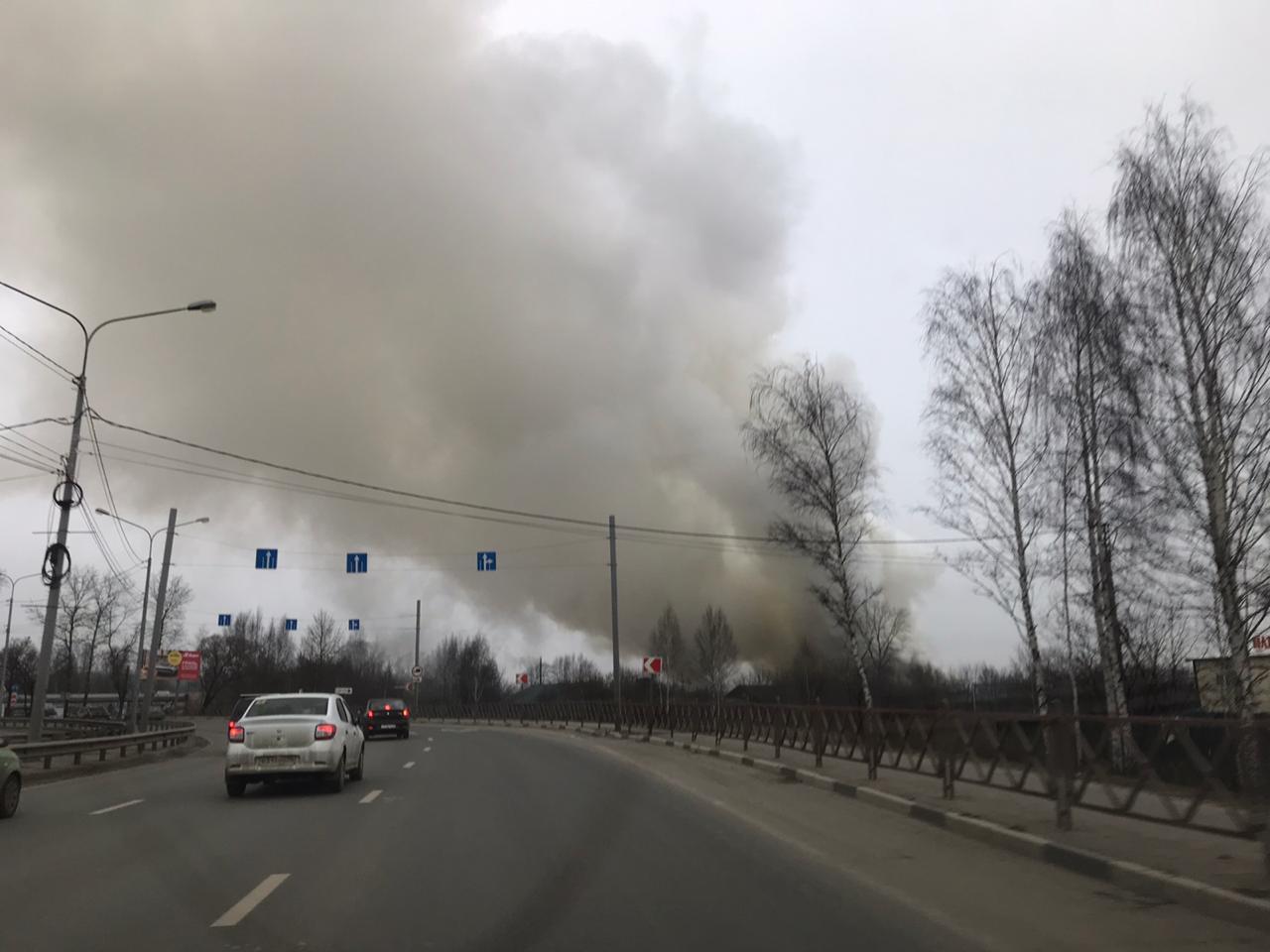 Над Ярославлем появился огромный столб дыма