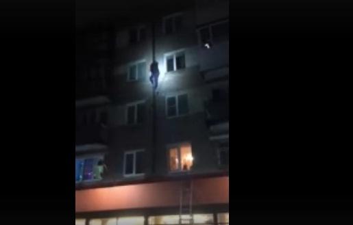 То ли герой-любовник, то ли человек-паук: в Ярославле со стены дома сняли мужчину