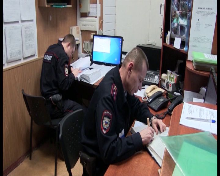 В Рыбинске молодой парень обворовал машину