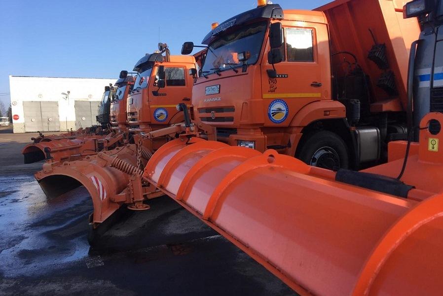В новогодние праздники дороги Ярославской области убирали 500 снегоуборочных машин