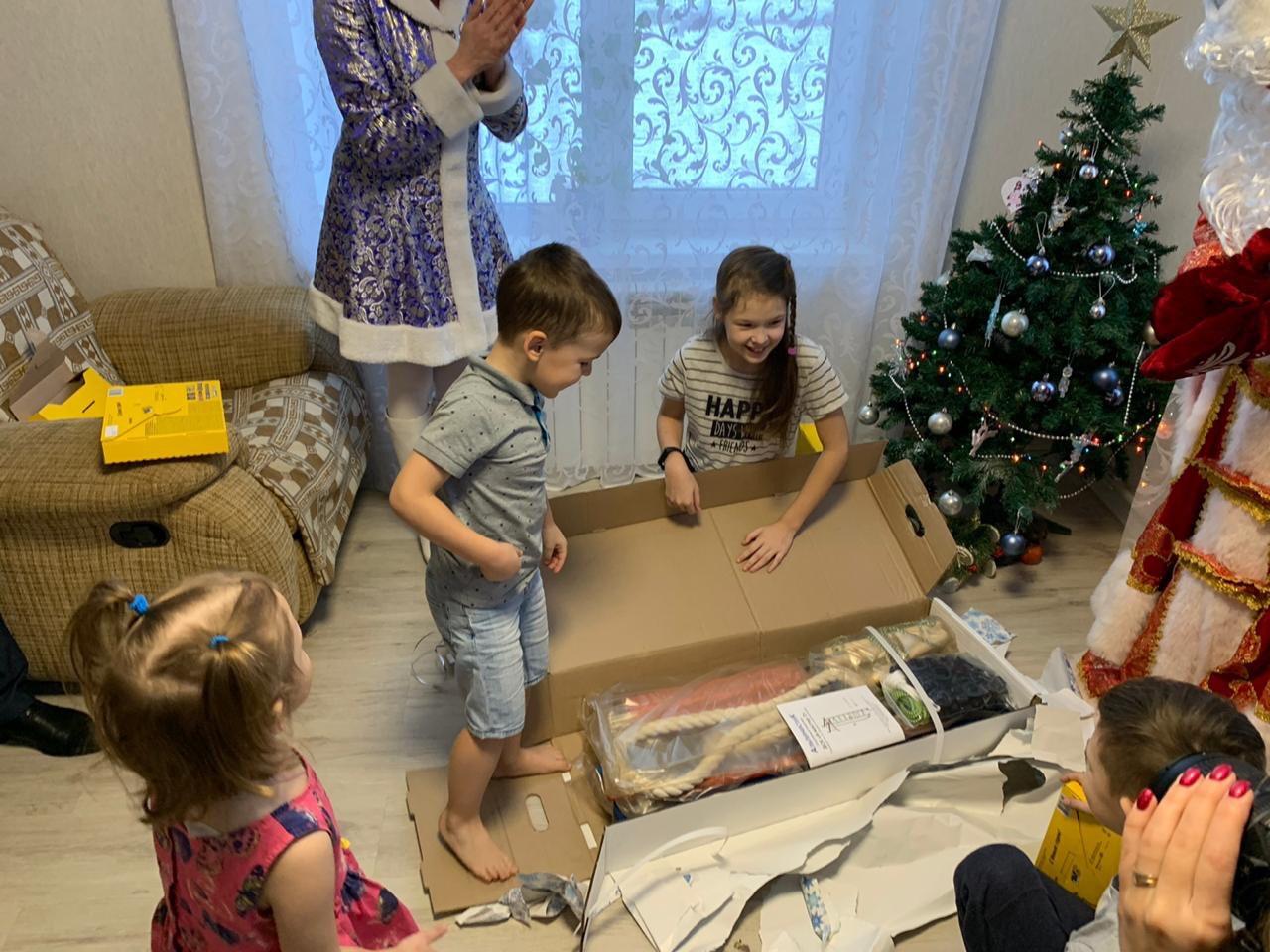 Дмитрий Миронов исполнил новогоднее желание девочки из Тутаева о спортивном комплексе
