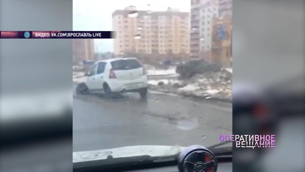 В Ярославле иномарка осталась без переднего колеса