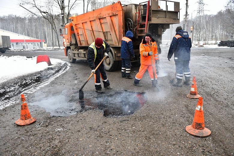 В Ярославле заделали ямы на Тутаевском шоссе