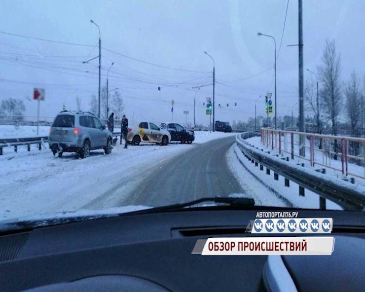 Внезапный снегопад в Ярославле стал причиной множества аварий: обзор ДТП