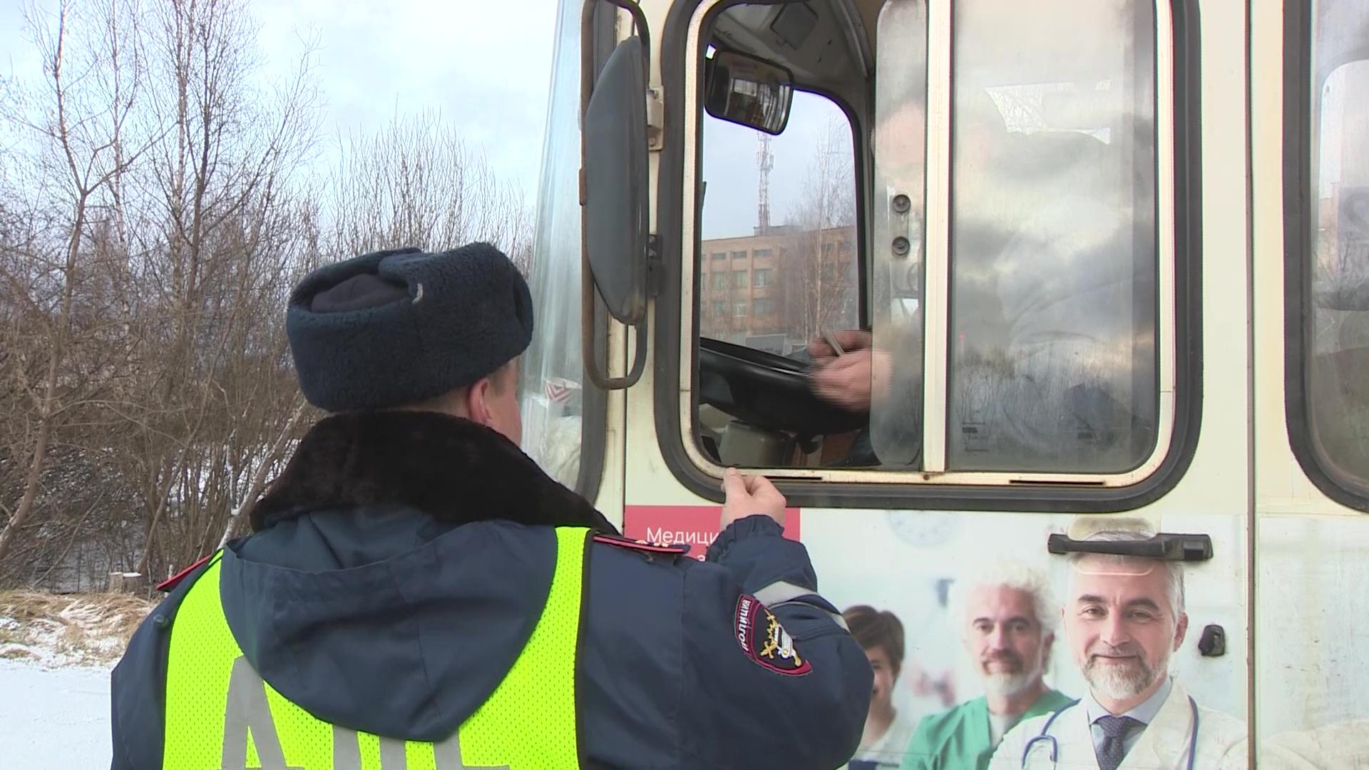 Сотрудники ГИБДД провели рейд по пассажирским автобусам в Угличе