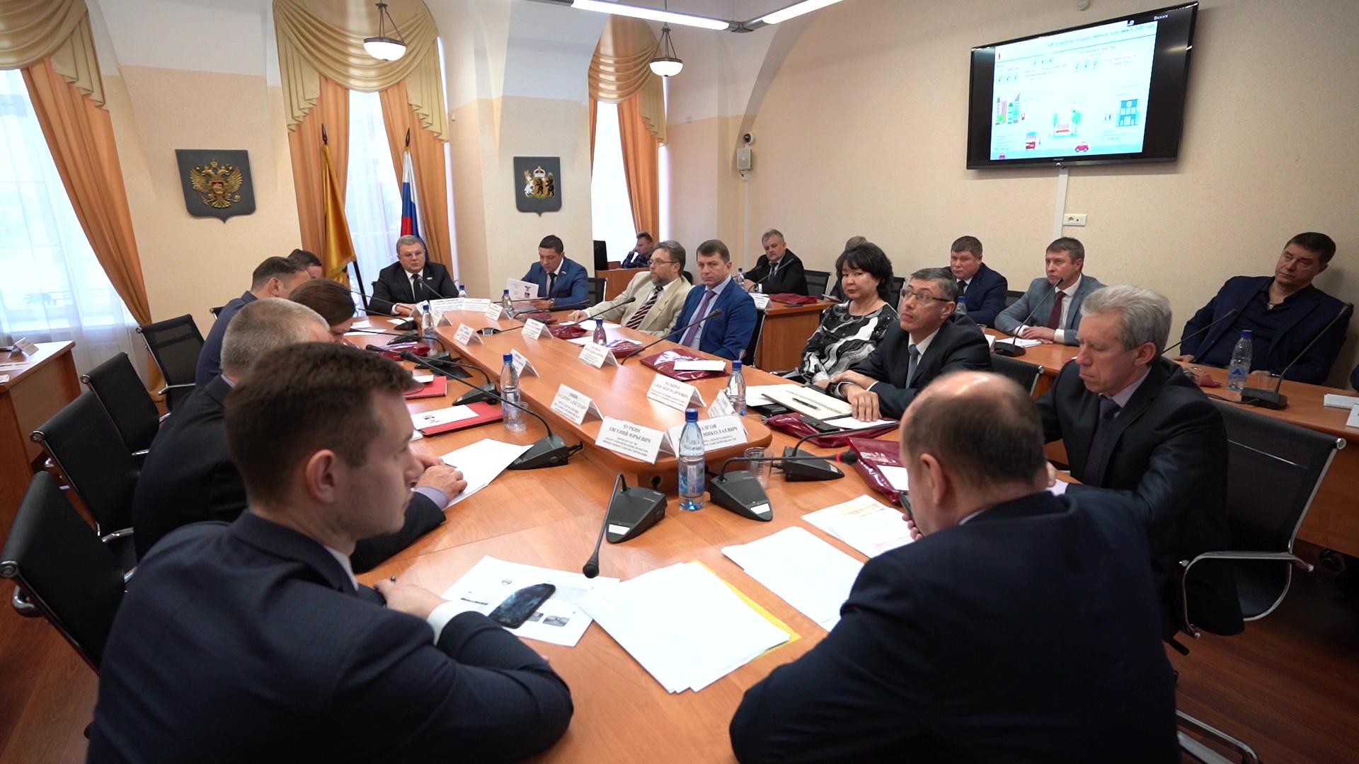 В облдуме обсудили бюджет текущего года и реализацию проекта «Решаем вместе!»