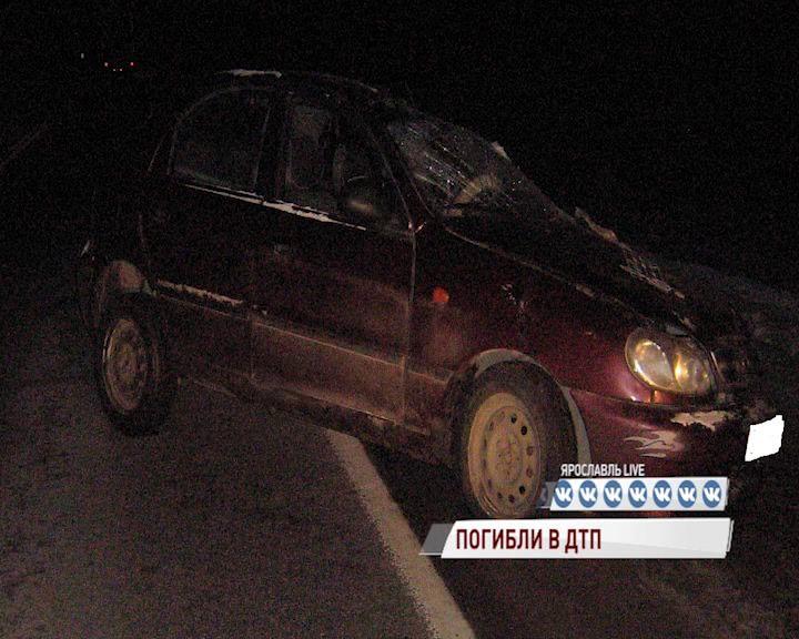 В Ростовском районе столкнулись грузовик и легковушка: есть погибшая