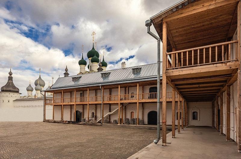 В Ростовском кремле завершили масштабную реставрацию Конюшенного двора
