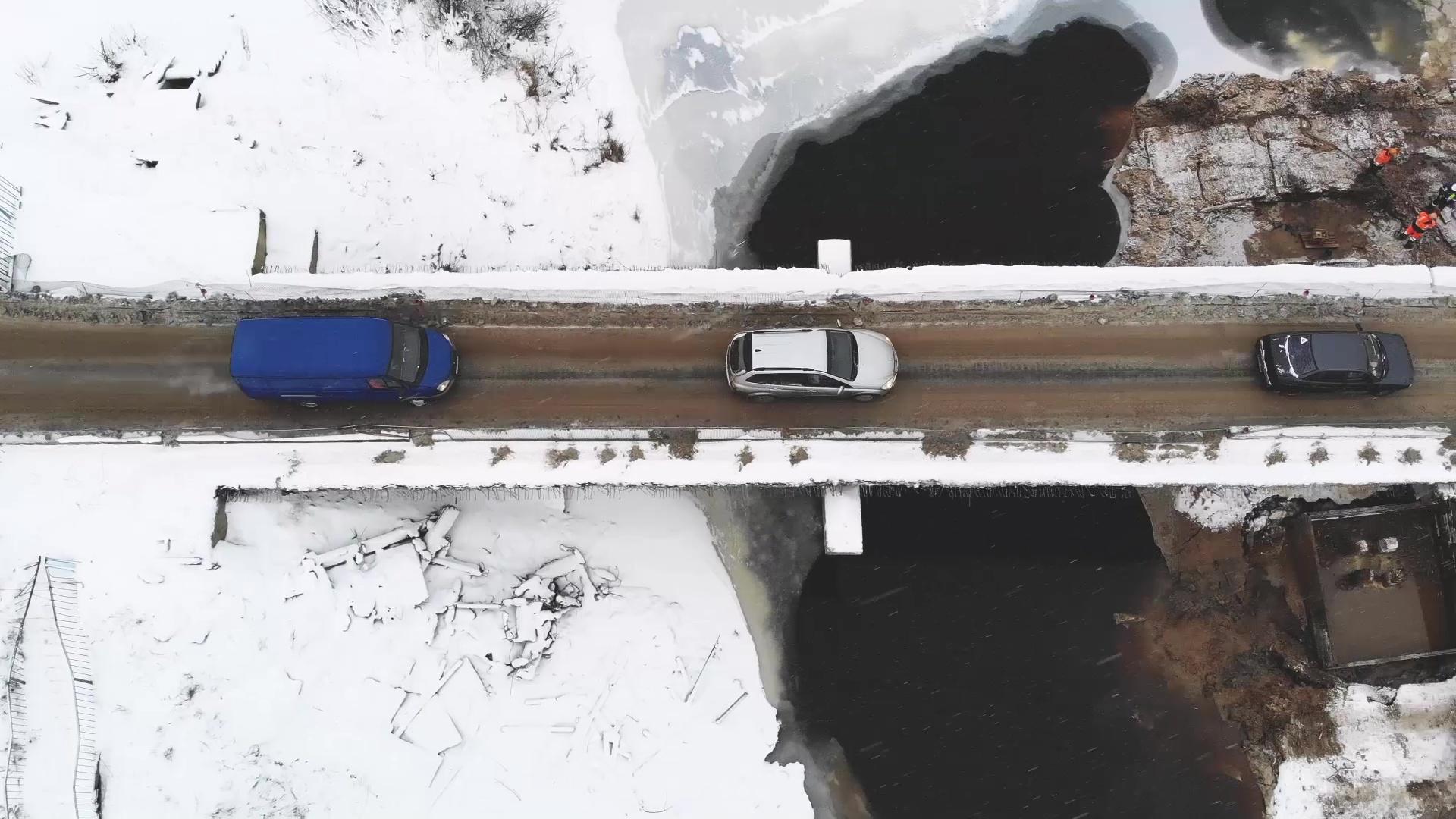 Переправа жизни: в Большесельском районе оценили ход работ на мосту через реку Юхоть