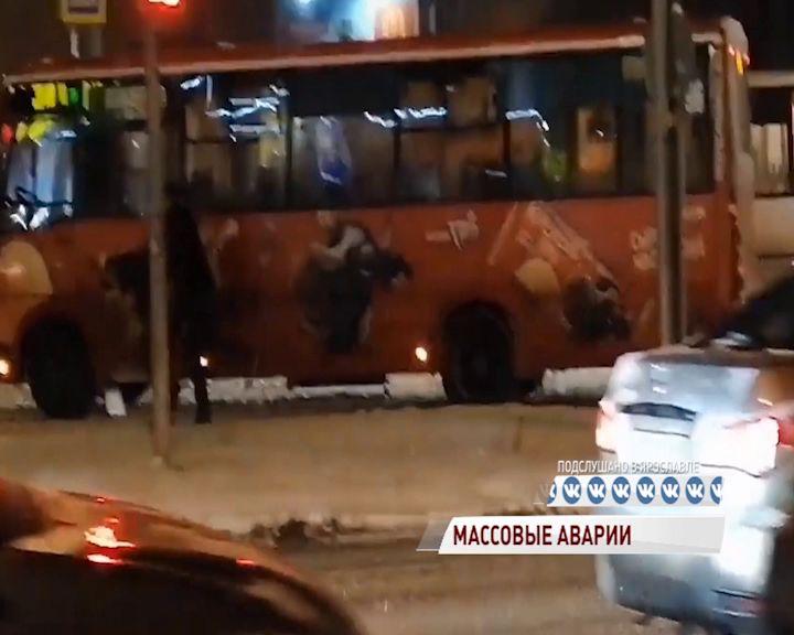 ВИДЕО: В Ярославле водители ПАЗа и «Ниссана» решили дорожный конфликт кулаками