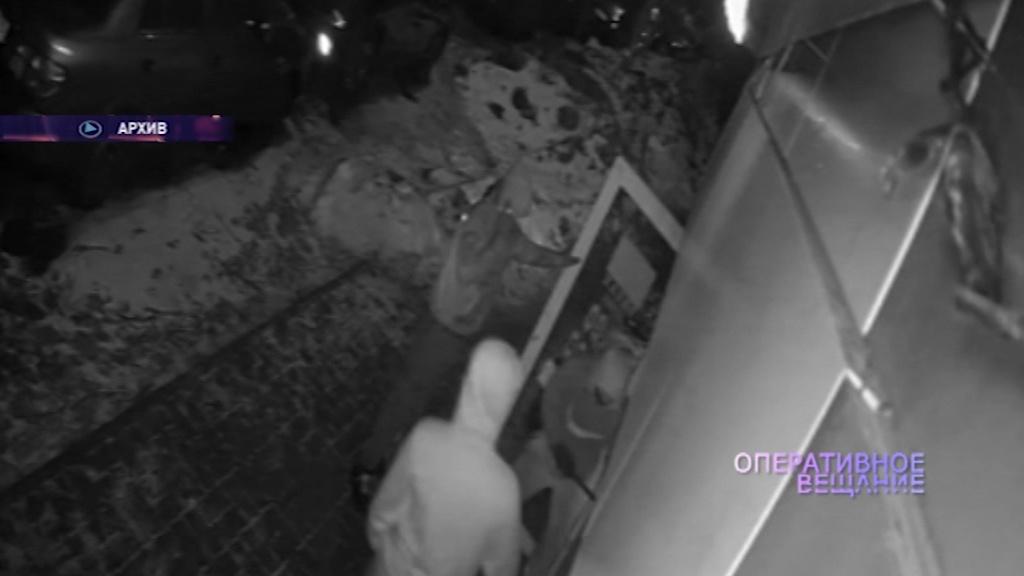 Трое пьяных ярославцев украли продукты и алкоголь из магазина