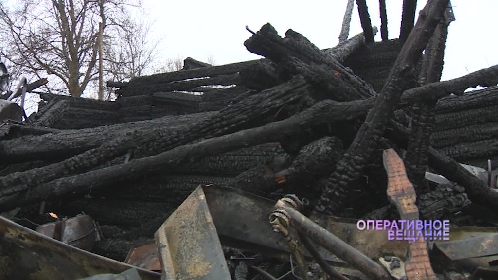 В Ярославском районе пожар охватил десятки квадратных метров
