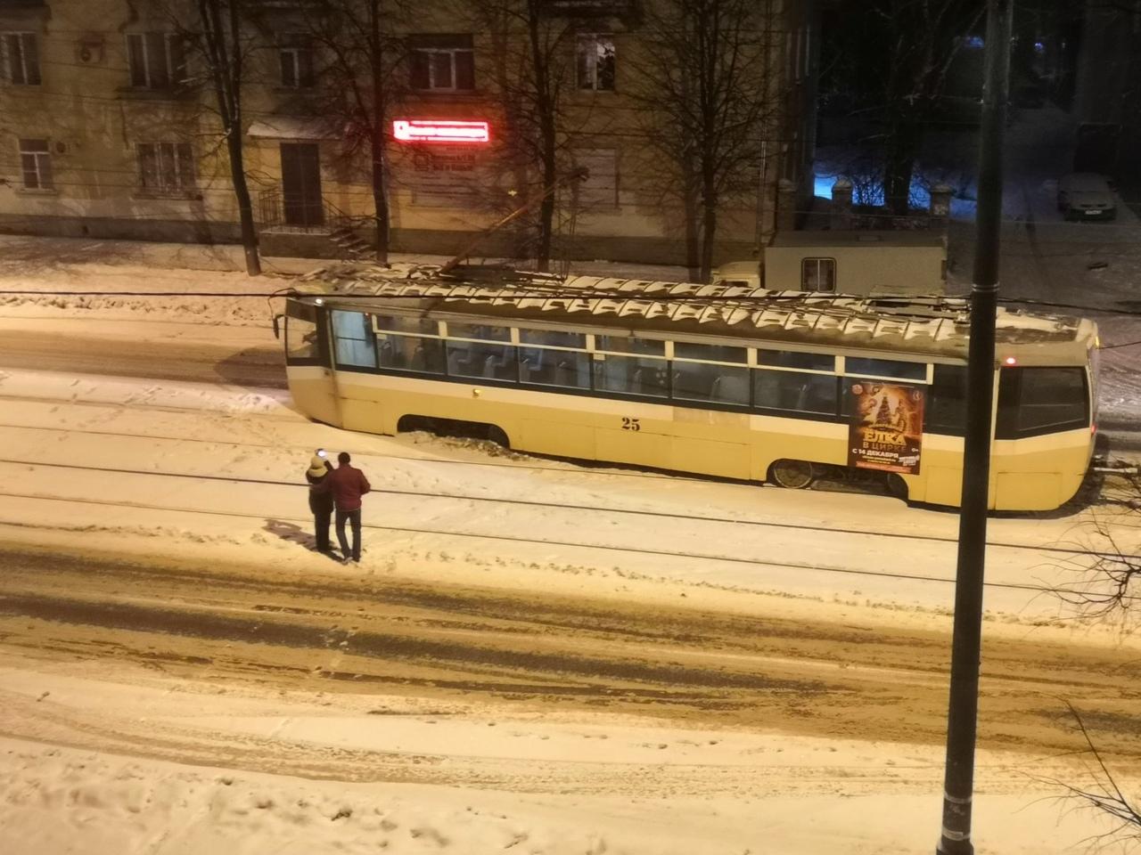 На Чкалова трамвай сошел с рельсов