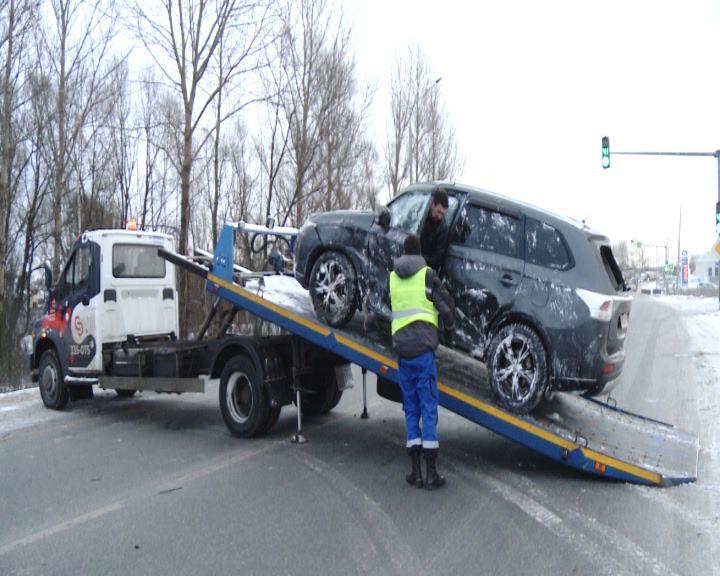 Три аварии и шесть автомобилей: Окружная дорога в Ярославле собрала целую серию ДТП