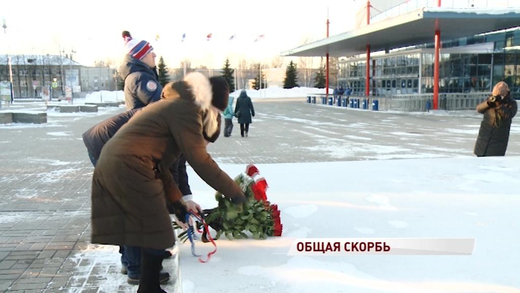 Представители чешского посольства возложили цветы к мемориалу «Хоккейное братство»