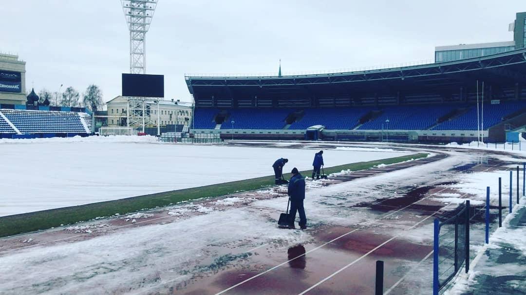 На стадионе «Шинник» покосят траву