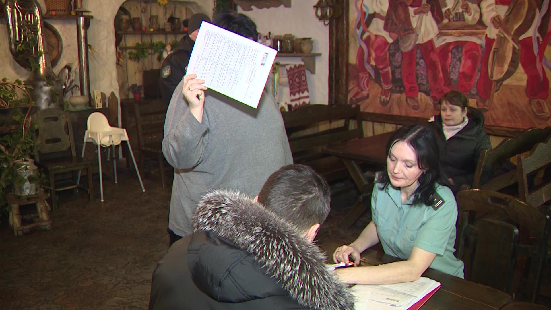 Ярославское кафе украинской кухни лишилось мебели из-за долгов по налогам