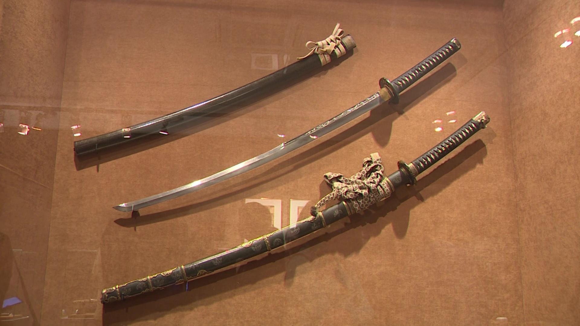 Меч из хвоста дракона и стремена-зверьки: в Ярославле открылась выставка, посвященная самураям