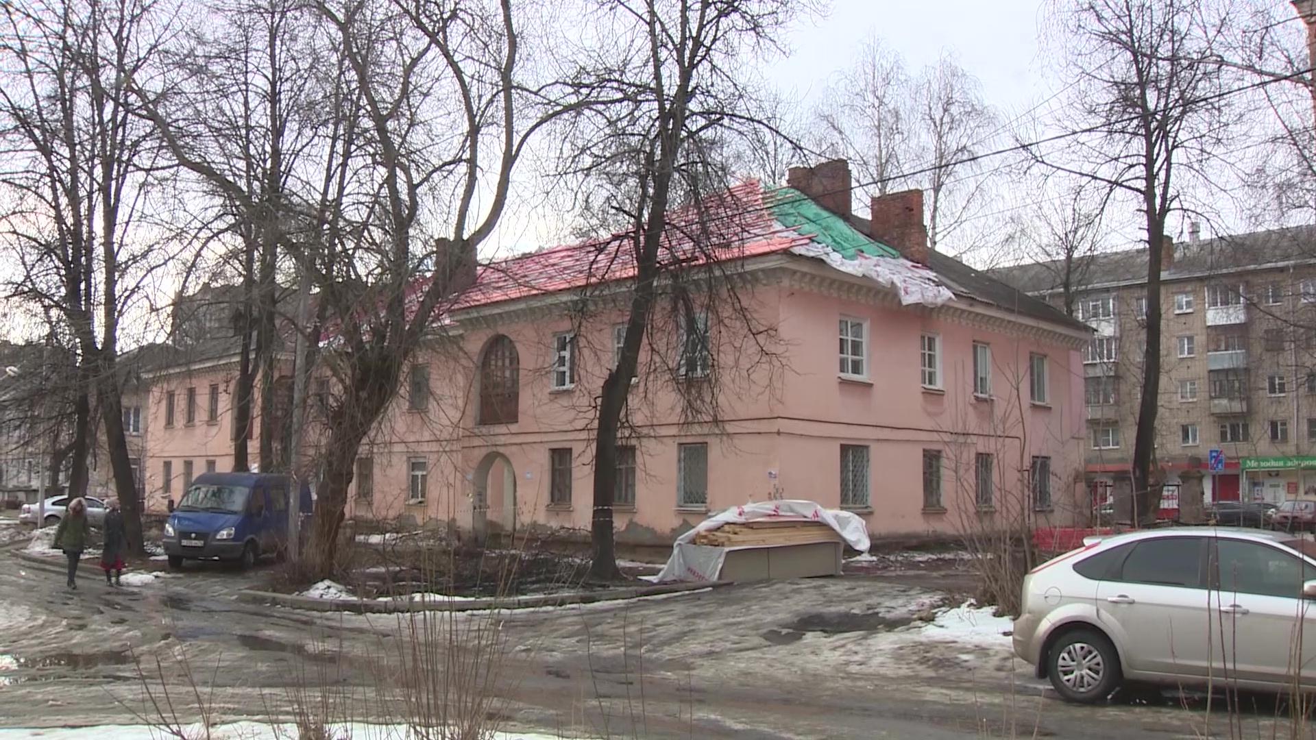 Сразу в трех домах в Ленинском районе Ярославля завершается капремонт крыш