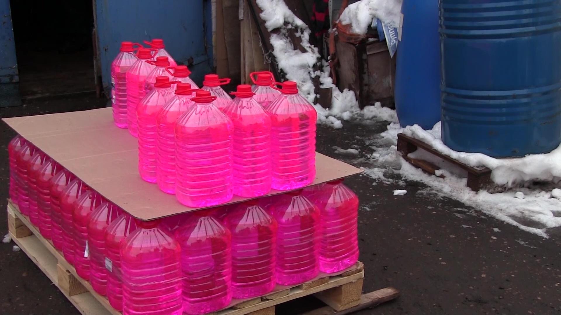 В Ярославле готовили к сбыту 11 литров контрафактной незамерзайки