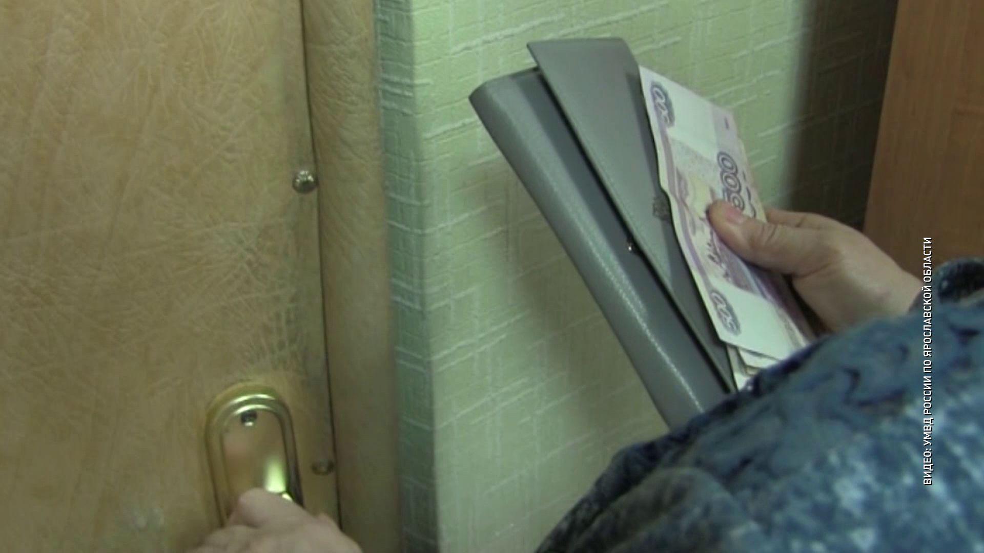Мошенник звонил ярославским пенсионерам и требовал у них деньги за помощь родственникам