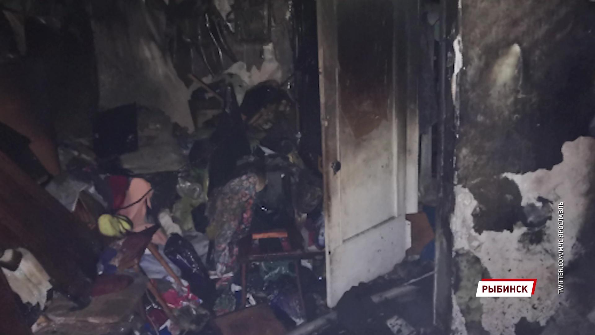 Из пожара в Рыбинске спасли пенсионерку и ребенка