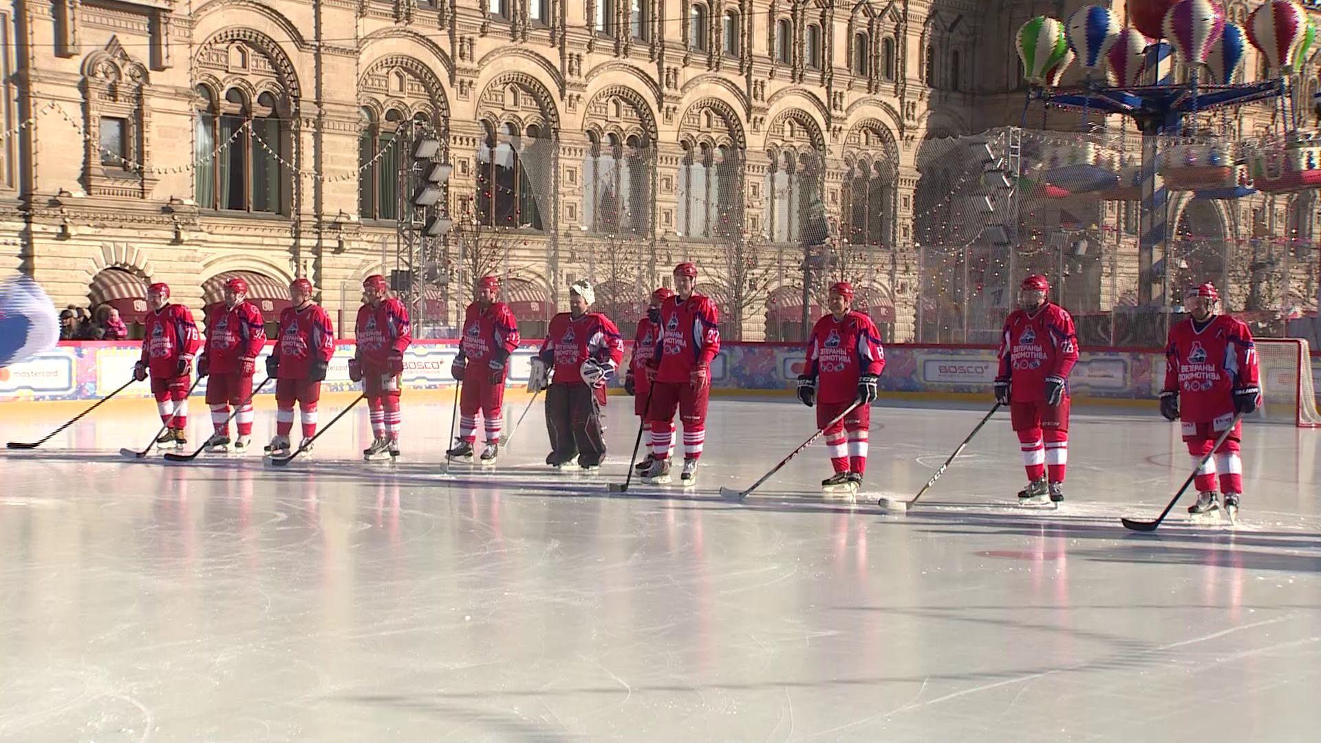 Дмитрий Миронов принял участие в хоккейном матче против рыбинского «Полета» на Красной площади в Москве