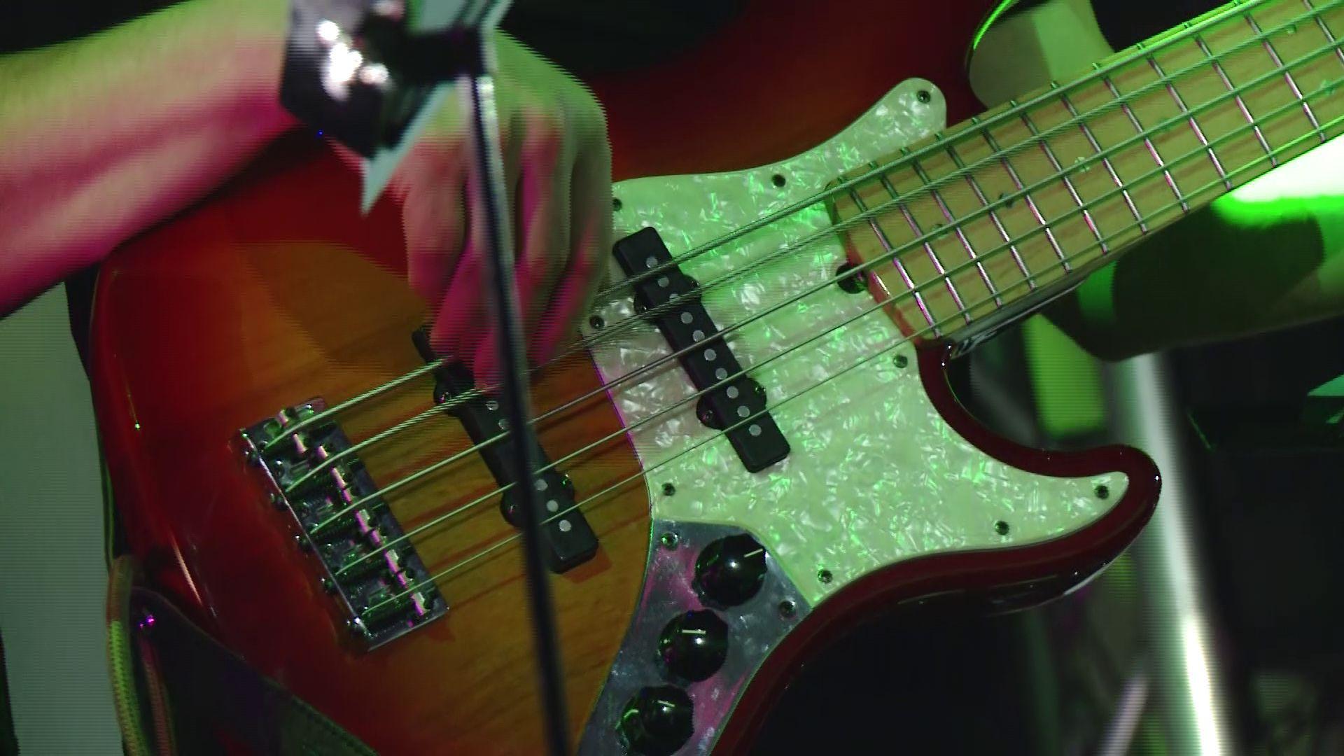 Ярославских мужчин с праздником поздравили кавер-версиями рок-хитов