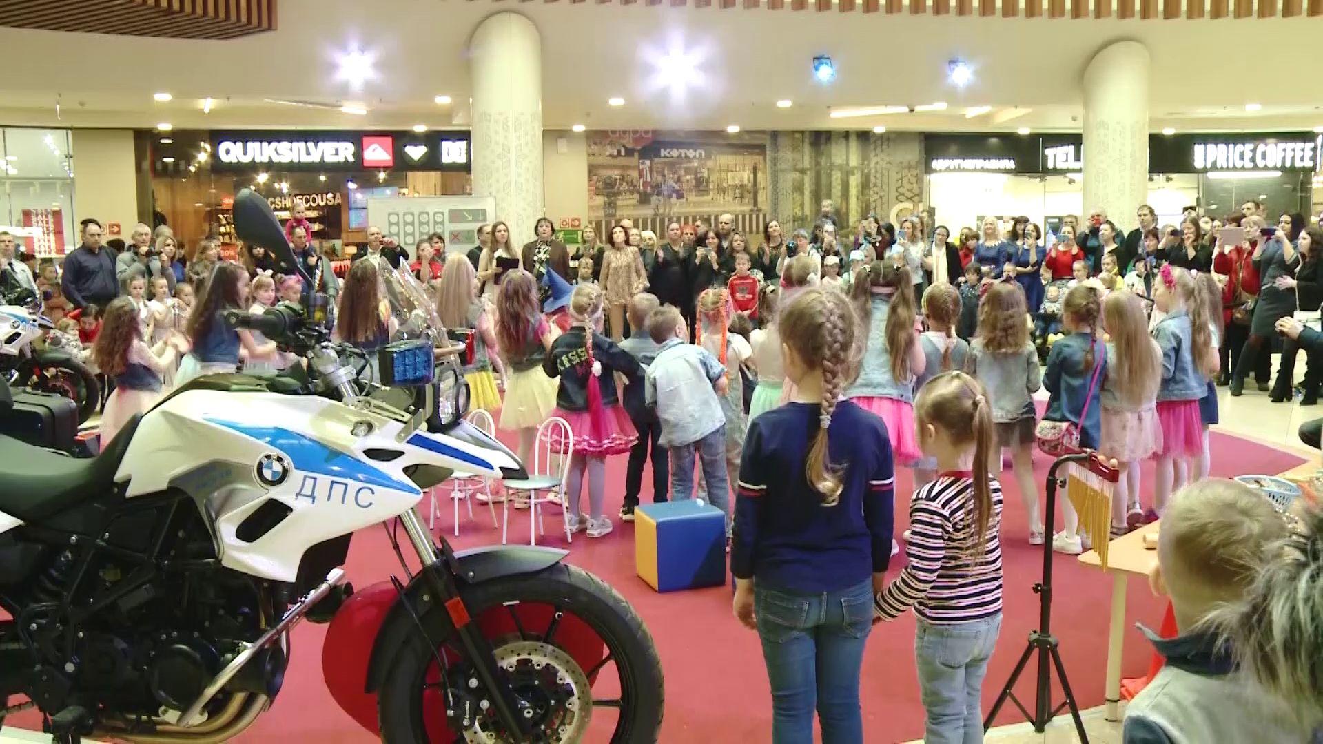 Ярославцы приняли участие в семейном празднике «Мама, папа, я с ПДД друзья»