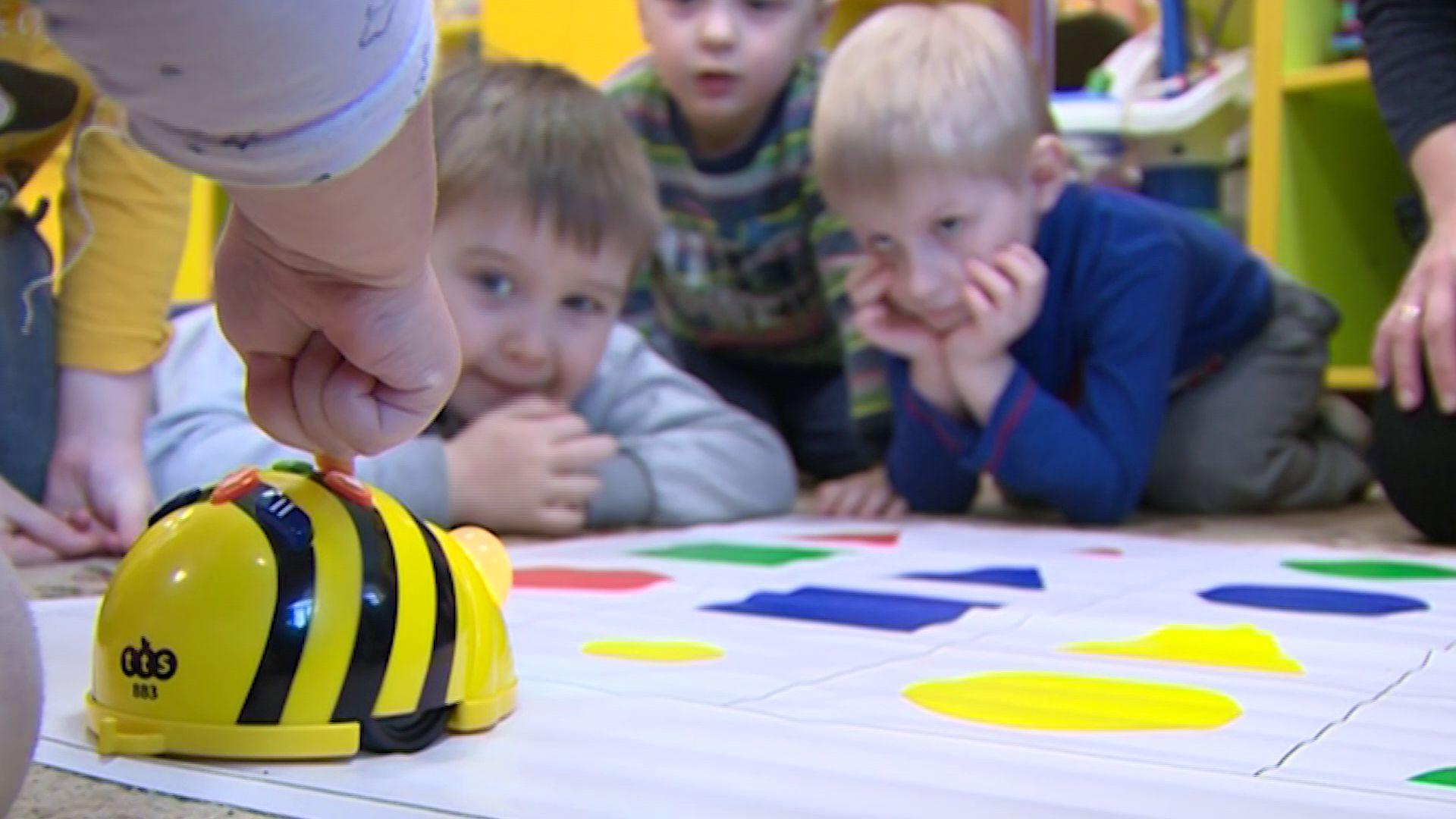 Робомышь и робопчела спешат на помощь: четыре детских сада региона получили новое оборудования