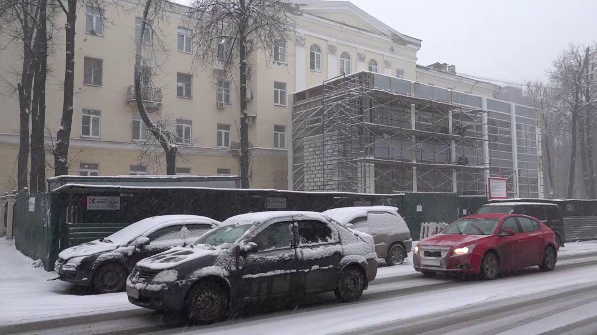 Ярославцы не оценили новую пристройку к фасаду дома на улице Победы