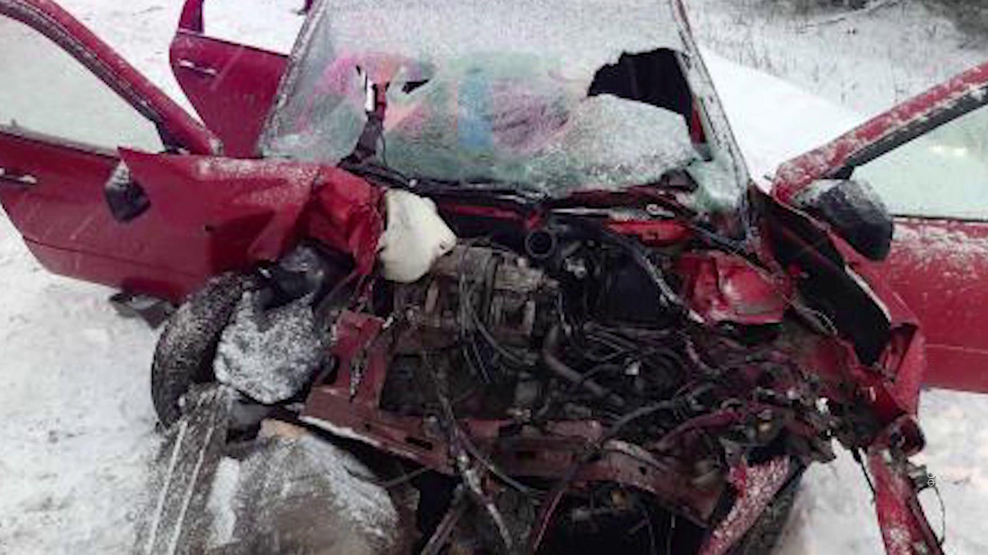 В Тутаевском районе лоб в лоб столкнулись грузовик и легковушка
