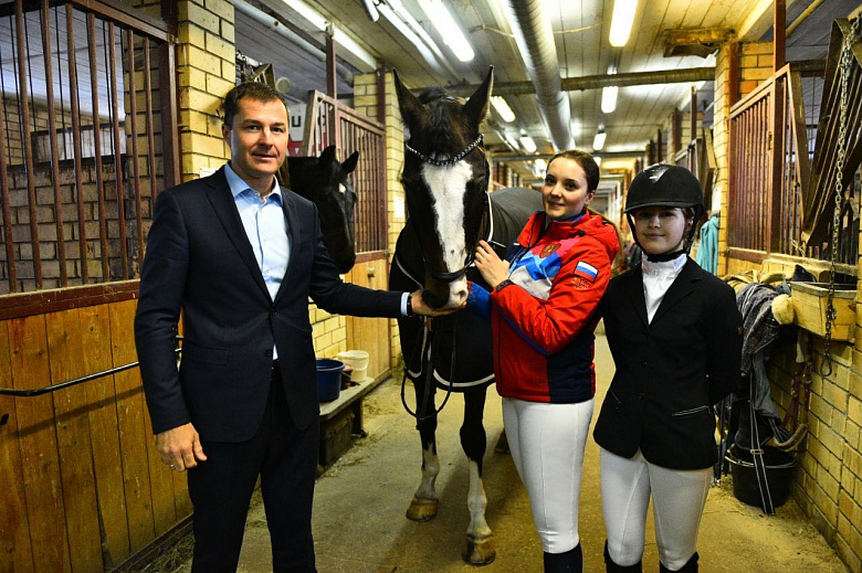 Эксперты проверили состояние лошадей в конноспортивной школе