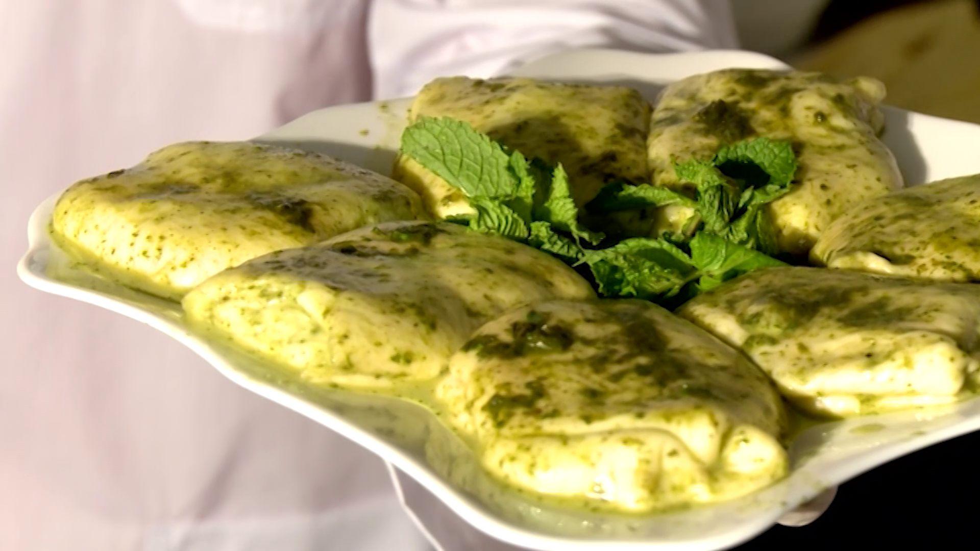 Утреннее шоу «Овсянка» от 03.03.2020: Учимся готовить вкуснейшую грузинскую закуску из сыра,мяты и соуса мацони