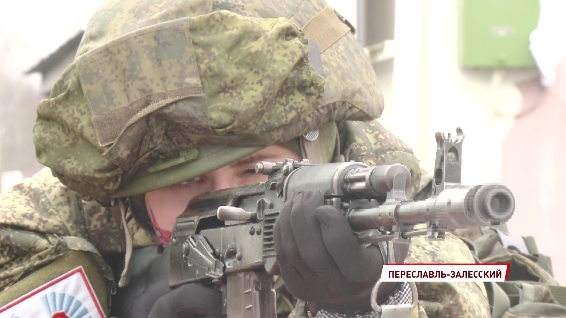 В преддверии 8 марта в области прошли соревнования для военнослужащих девушек «Макияж под камуфляж»