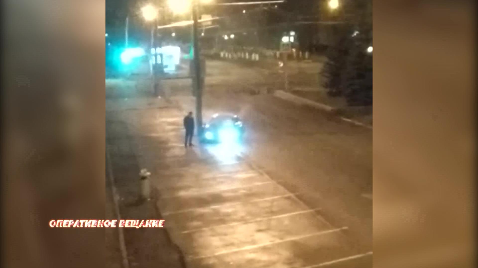 Ярославец ночью по непонятным причинам врезался в столб