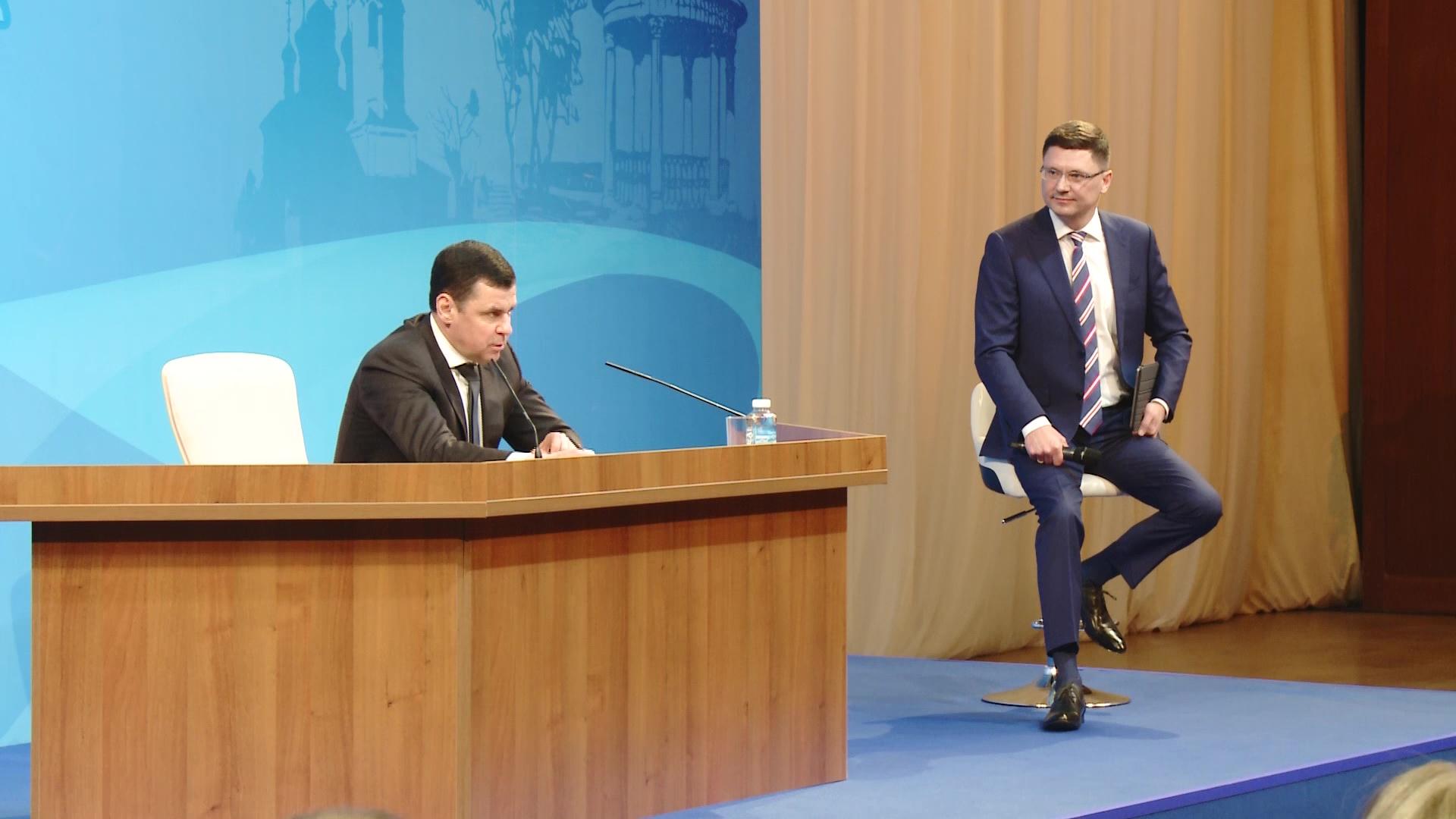 Два часа в режиме вопрос-ответ: Дмитрий Миронов встретился с главными редакторами областных СМИ