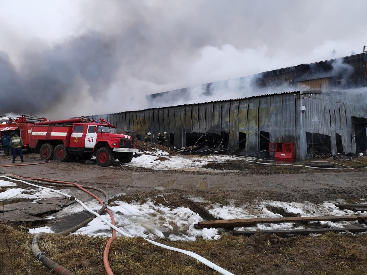 Под Ярославлем загорелась шоколадная фабрика