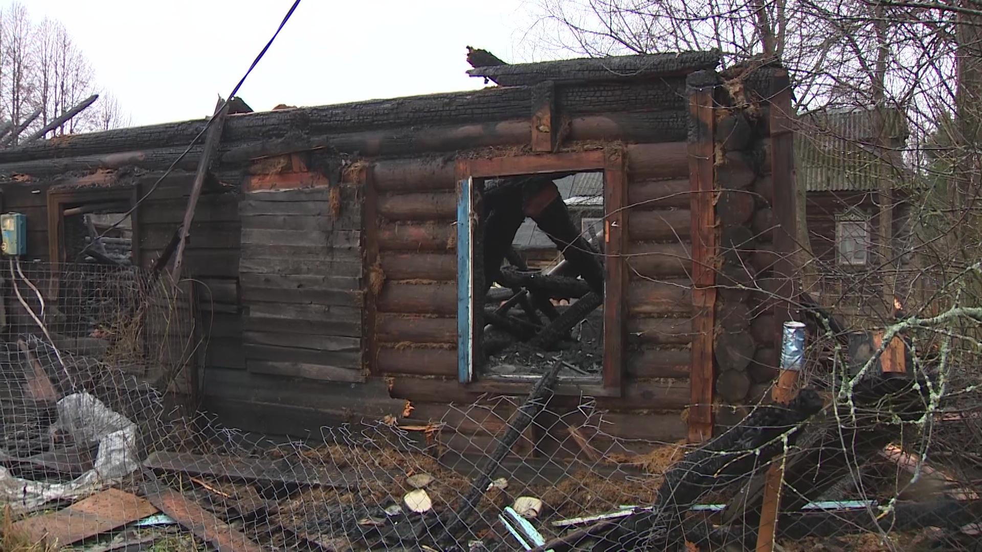 Под Даниловым полностью выгорел жилой дом
