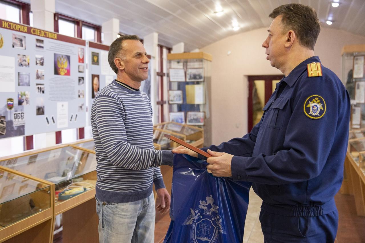 Руководством следственного управления Следственного комитета России по Ярославской области объявлена благодарность мужчине, спасшему ребенка в Ярославле