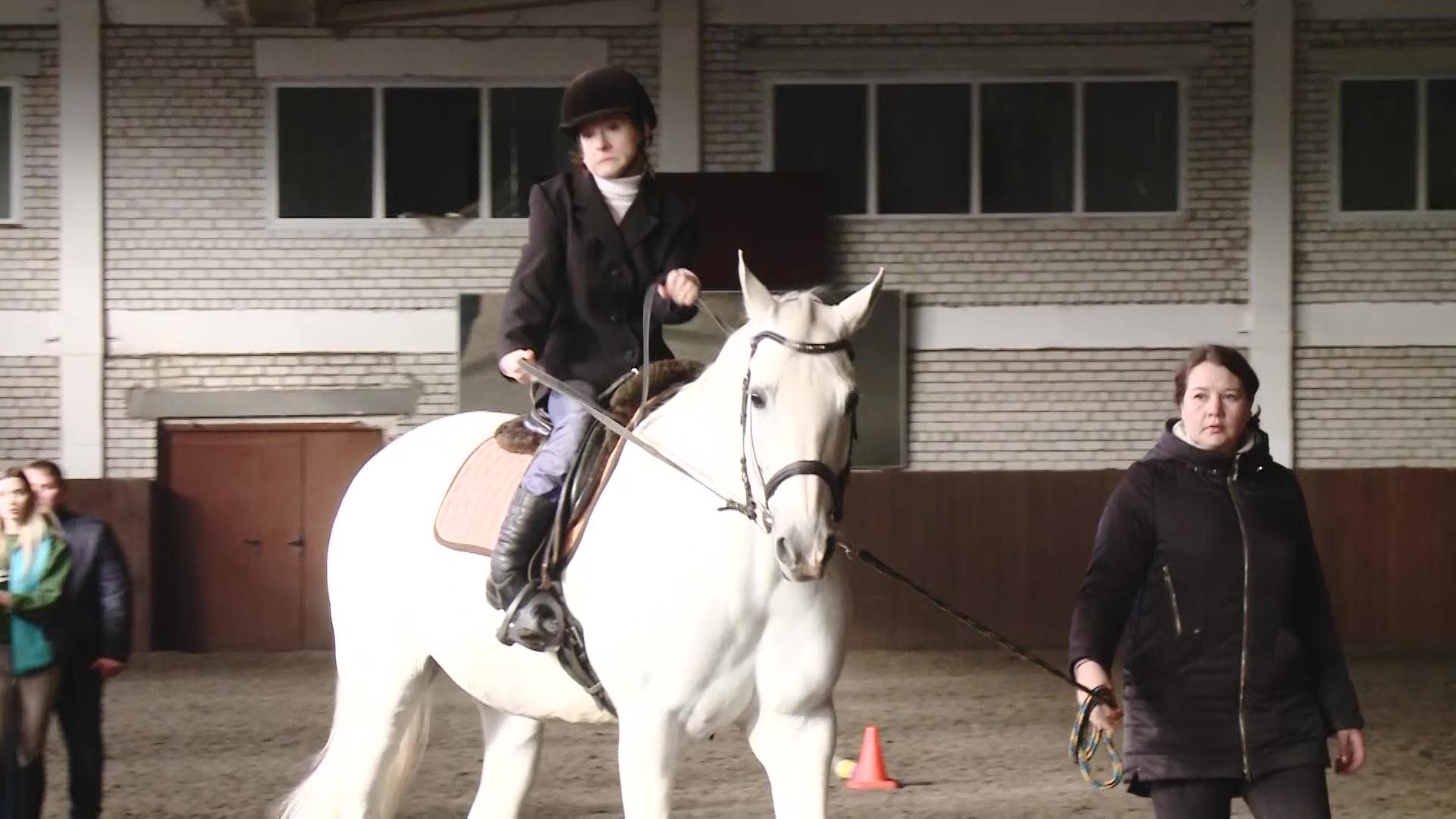 Победили еще до старта: в областном центре прошел кубок по адаптивному конному спорту