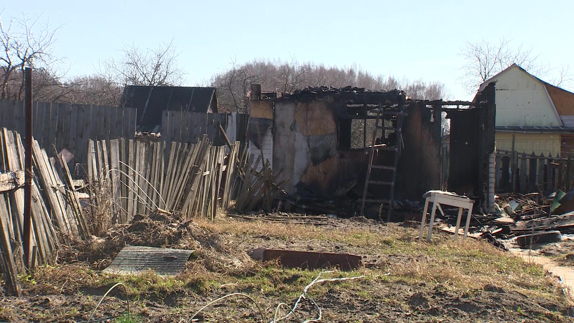 Пожарные добирались по соседним участкам: в пожаре в Заволжском районе погибла женщина
