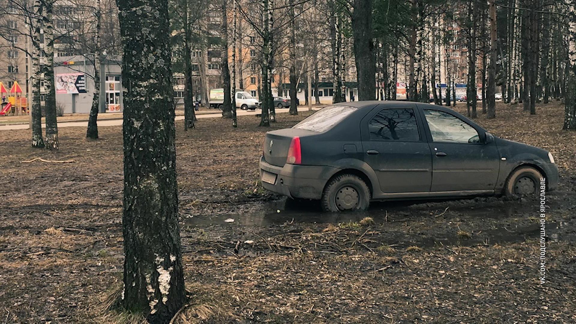 Мгновенная карма: ярославец попытался объехать пробку и увяз в грязи