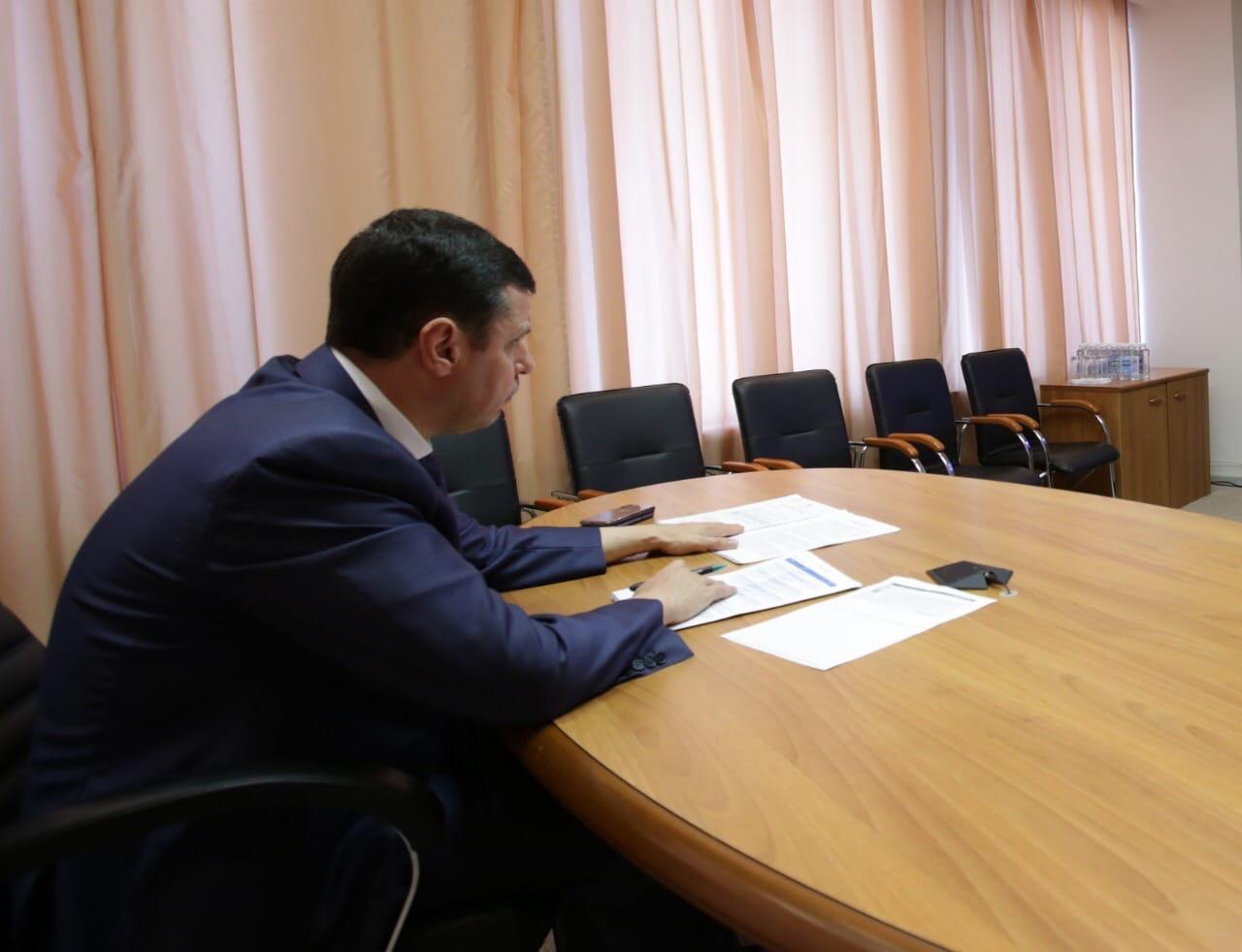 Дмитрий Миронов: «На дистанционном обучении никто не снимает с нас обязанности обеспечить льготников бесплатным питанием»