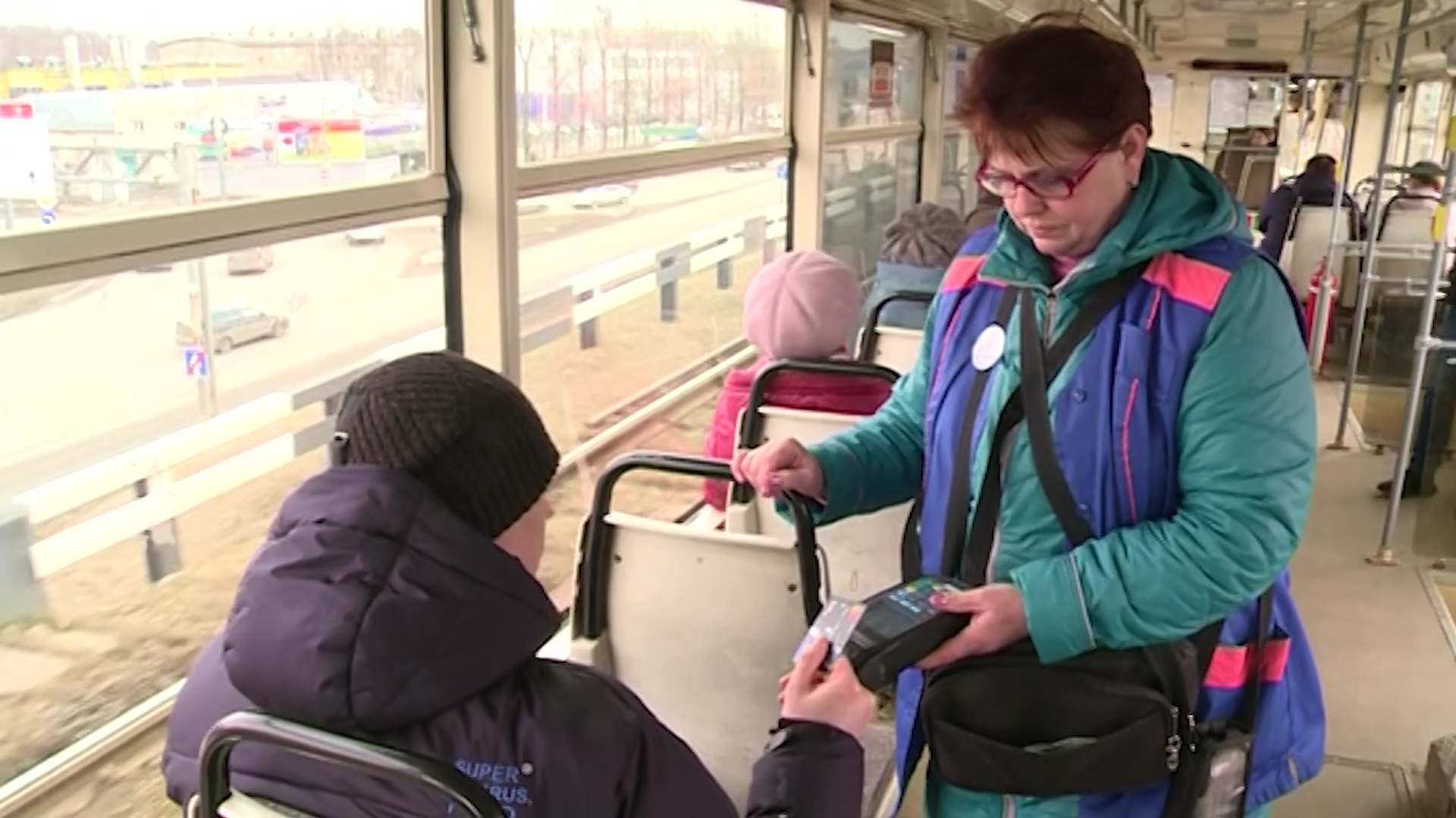 Трамваи и троллейбусы Ярославля перешли на оплату проезда безналом