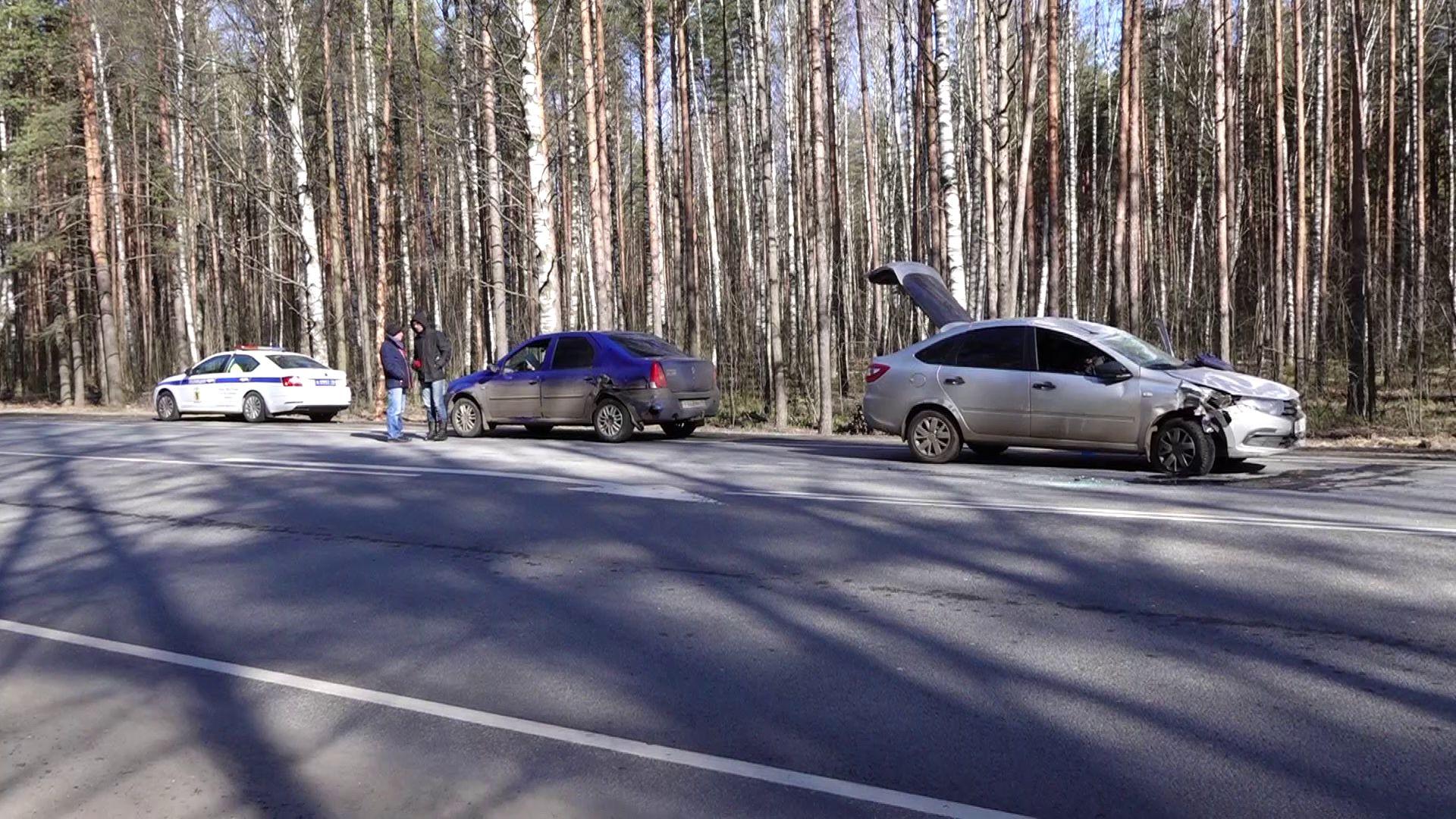 Под Ярославлем легковушка перевернулась после ДТП